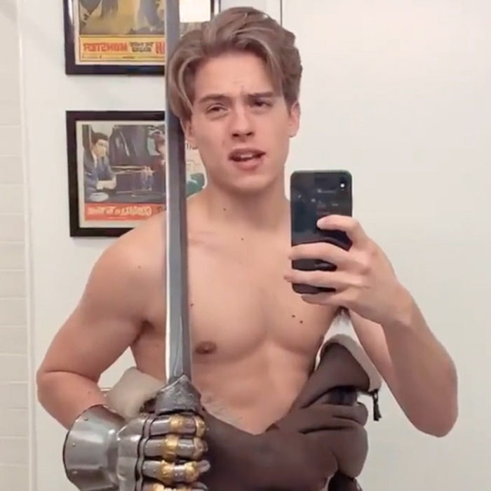 dylan sprouse selfie