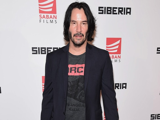 Keanu Reeves Is a Real-Life Superhero After Helping Fellow Airplane Passengers