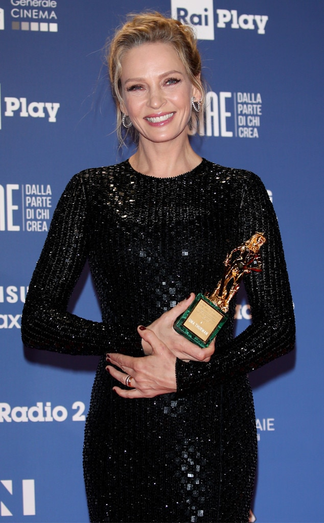 Uma Thurman -  What a star! The  Imposters  actress poses with herDavid Speciale Award at theDavid Di Donatello Award Ceremony in Rome, Italy.