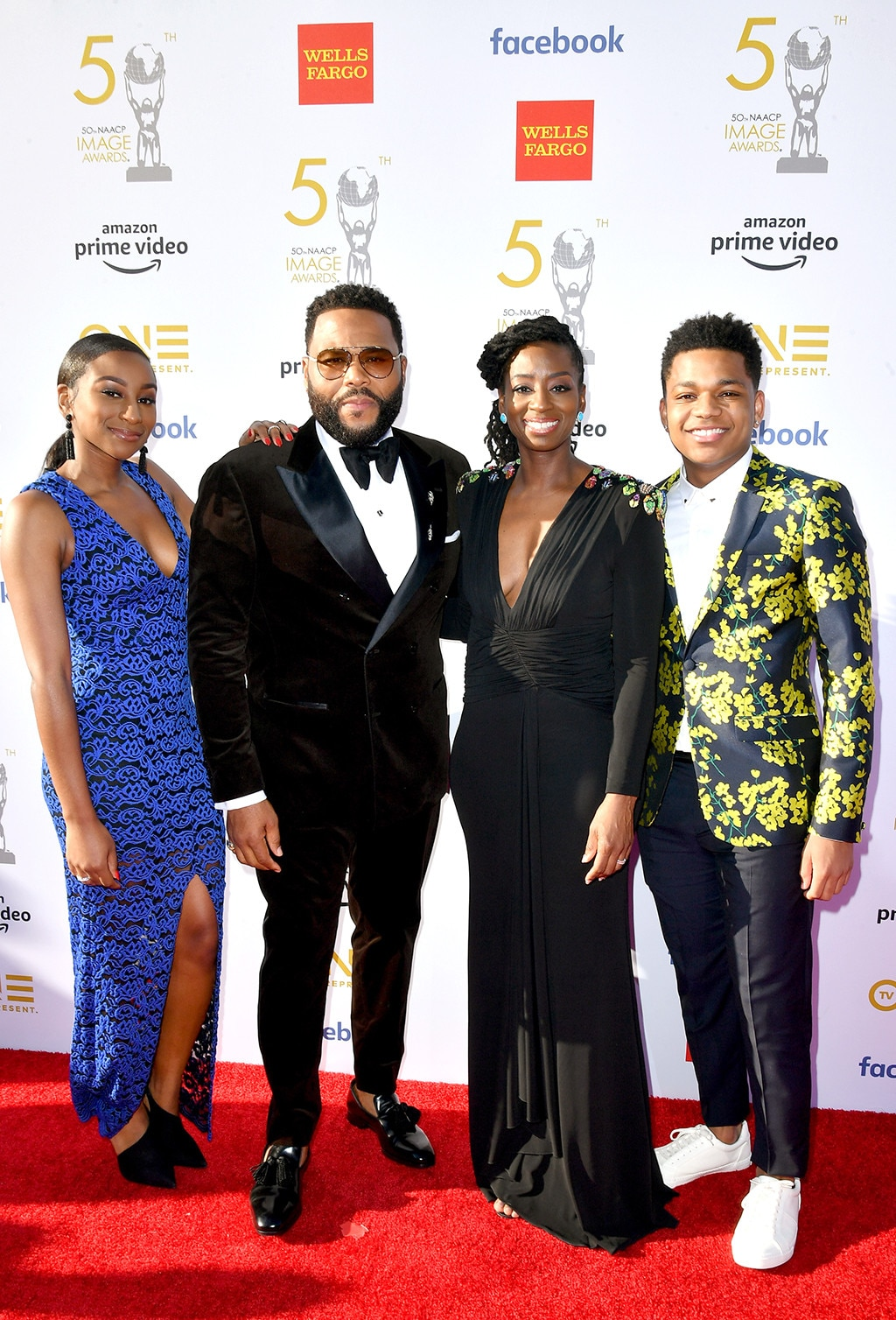 Kyra Anderson, Anthony Anderson, Alvina Stewart & Nathan Anderson -  The host of the show poses with his family outside the Dolby Theater in Hollywood.