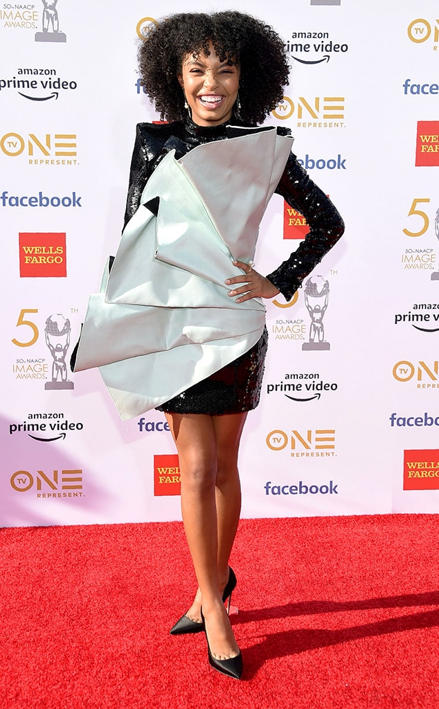 Yara Shadid -  The black-ish  and grown-ish  star flashes a big smile in a gorgeous dress on the red carpet.