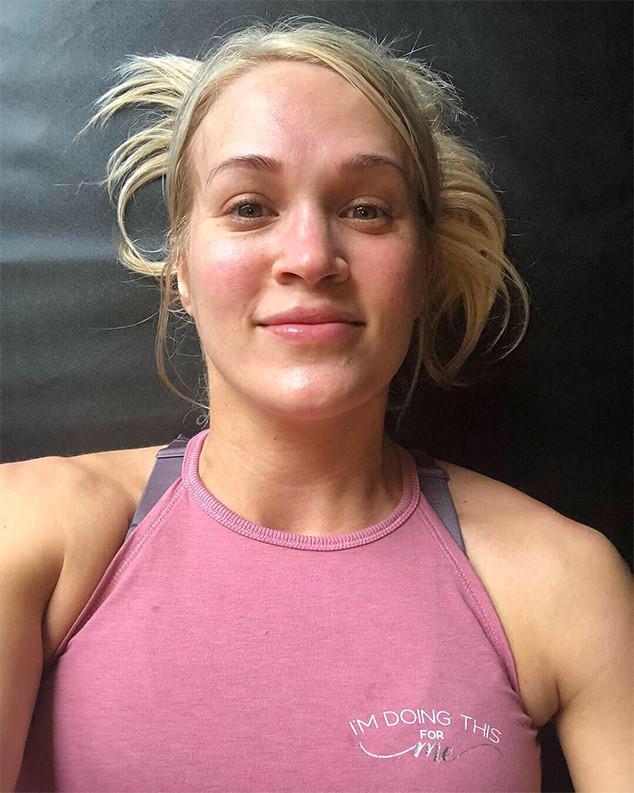 Carrie Underwood, Makeup-Free Selfie