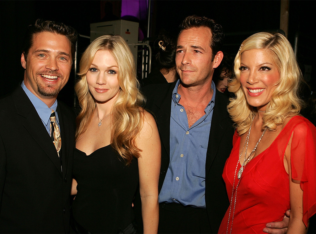 Jason Priestley, Jennie Garth, Luke Perry, and Tori Spelling