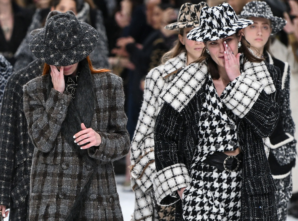 Chanel Show Draws Tears On The Runway After Karl Lagerfeld S Death