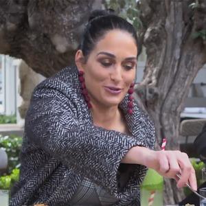 Nikki Bella Mukbang