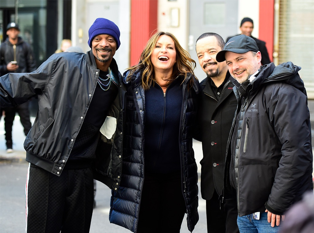Snoop Dogg, Mariska Hargitay & Ice-T -  Gang's all here! The rapper poses with his  Law and Order: SVU  cast mates while filming an upcoming guest starring role for the show.