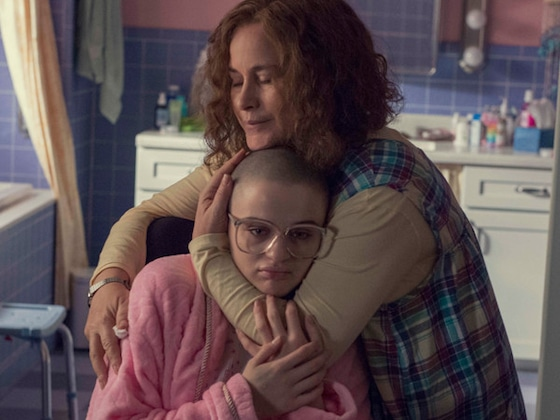 "Joey King Reveals ""Haunting"" Behind-the-Scenes Photos From <i>The Act</i>"