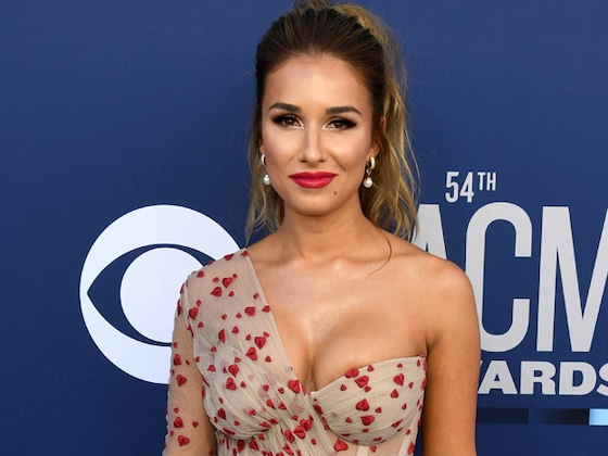 """Jessie James Decker Shares Tips for an Epic Stagecoach Weekend: """"Eat That Corn Dog!"""""""