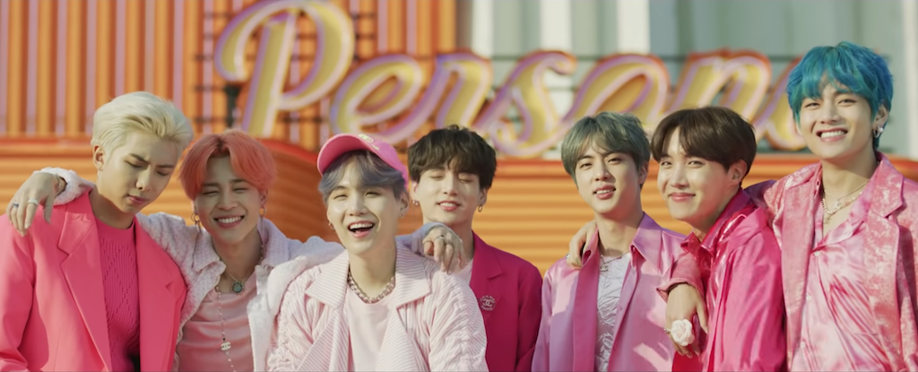 The Fashion Moments We Can T Get Over In Bts Boy With Luv Mv E