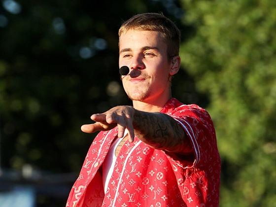 ¡Justin Bieber vuelve a la música cantando con Ariana Grande, Miley Cyrus, Shawn Mendes y más!