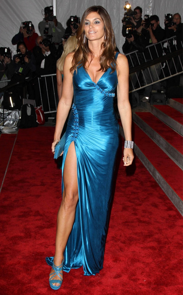 Cindy Crawford -  The model proved her It Girl status in an electric blue dress from Versace.