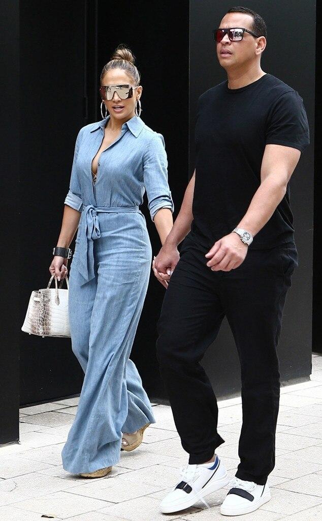 Jennifer Lopez & Alex Rodriguez -  Hand in hand!