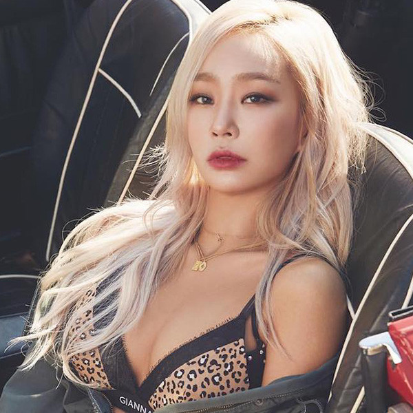 Get The Look: K-Pop Siren Hyolyn's Sultry World Tour Looks
