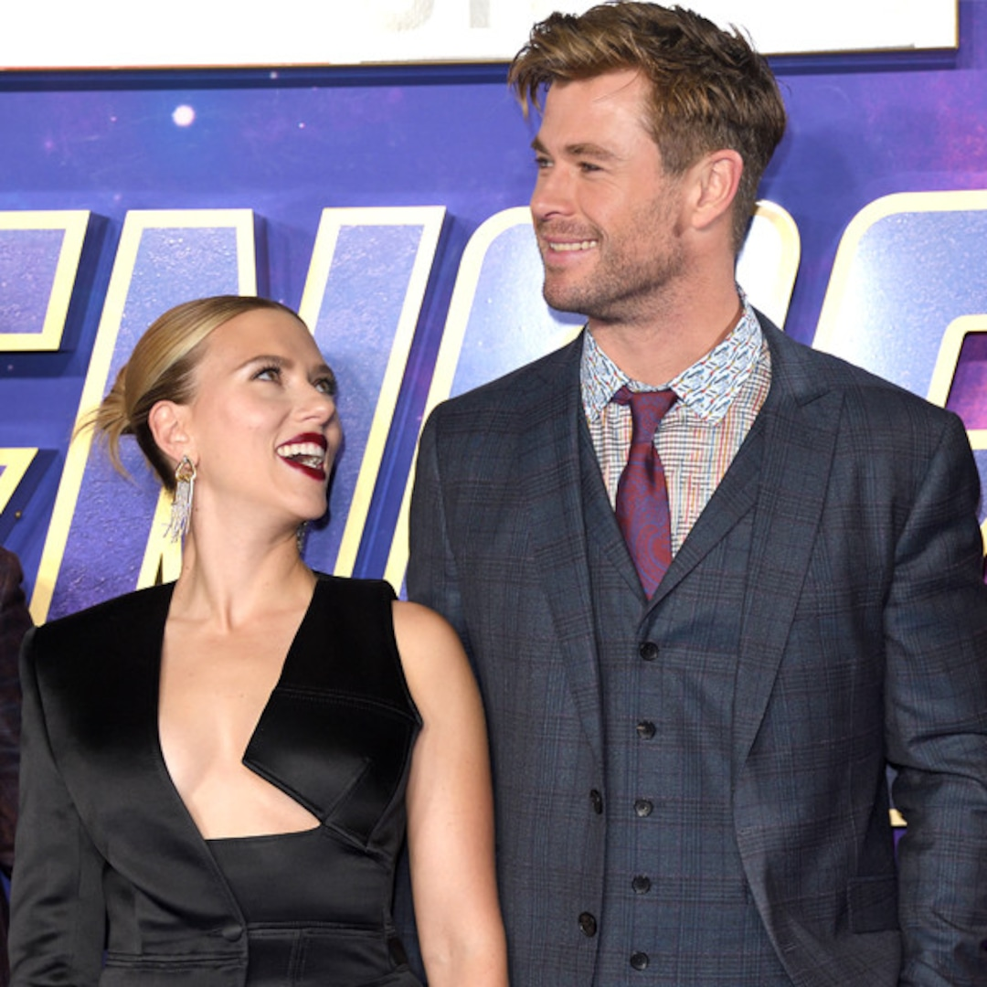 You Must Watch Chris Hemsworth Scarlett Johansson Roast Each Other E Online