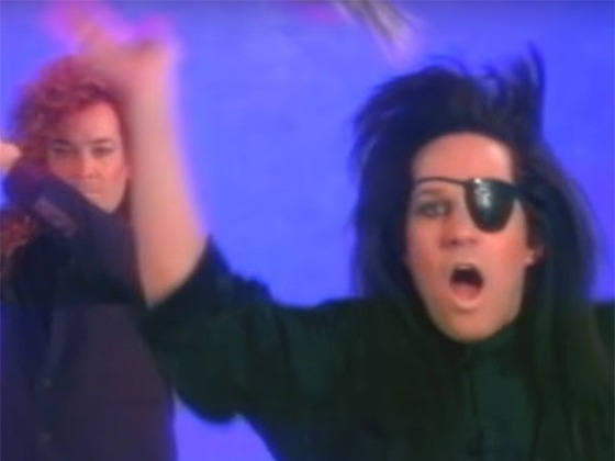 """Watch Jimmy Fallon and Paul Rudd Recreate """"You Spin Me Round (Like a Record)"""" '80s Music Video"""