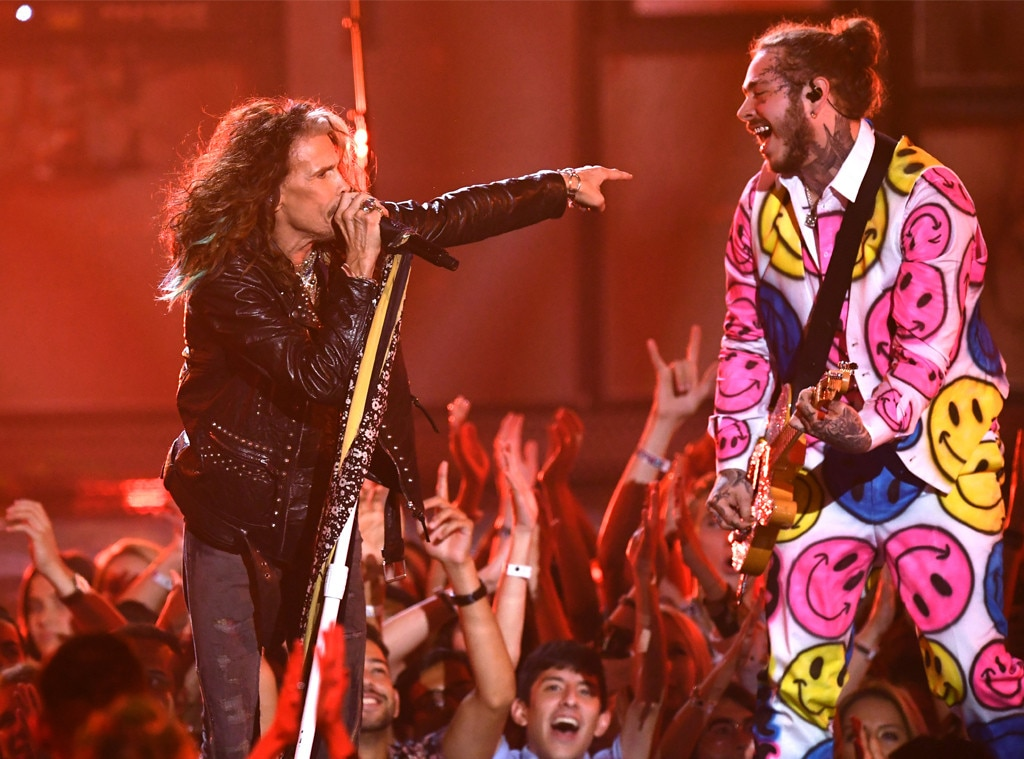 Smile on three -  Posty is quite literally all smiles while singing alongside Steven Tyler at the 2018 MTV VMAs.