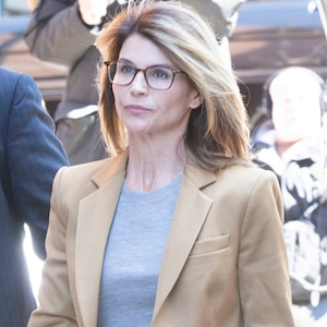 Lori Loughlin, Boston, Court