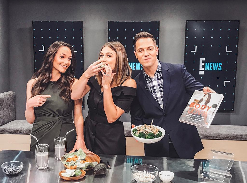 "Carissa Culiner -  ""I love when my worlds collide! My good friend, nutritionist to the stars, @bewellbykelly teaches us ""Eat This, Not That"" tonight on @enews! I listened and ate."""
