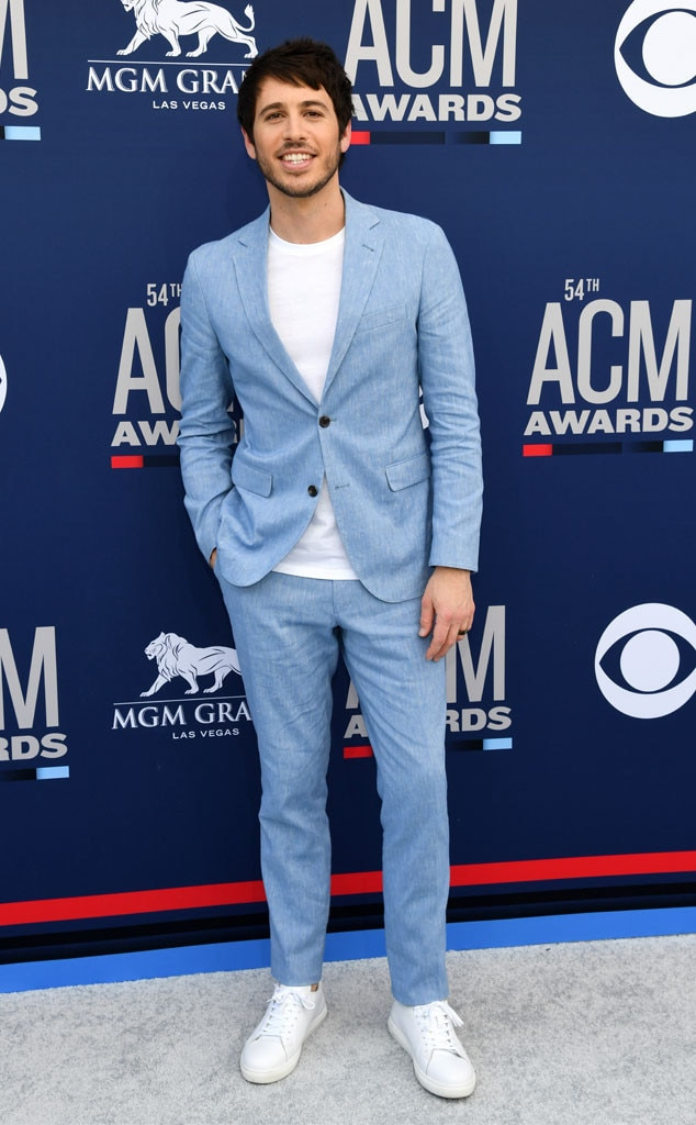Morgan Evans -  After enjoying a  visit  to Top Golf with Chris Lane, Cole Swindell and more musicians, the country singer arrives to the star-studded event.