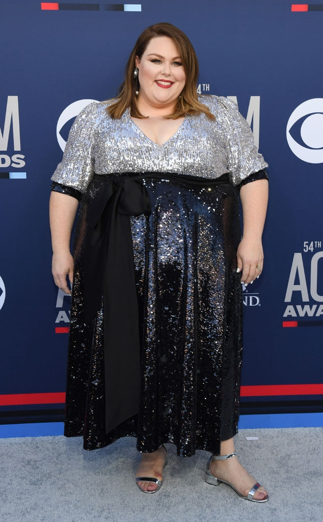 Chrissy Metz -  The  This Is Us  star prepares for a very special performance in Las Vegas tonight. Oh yes, she's taking the stage after posing on the red carpet.