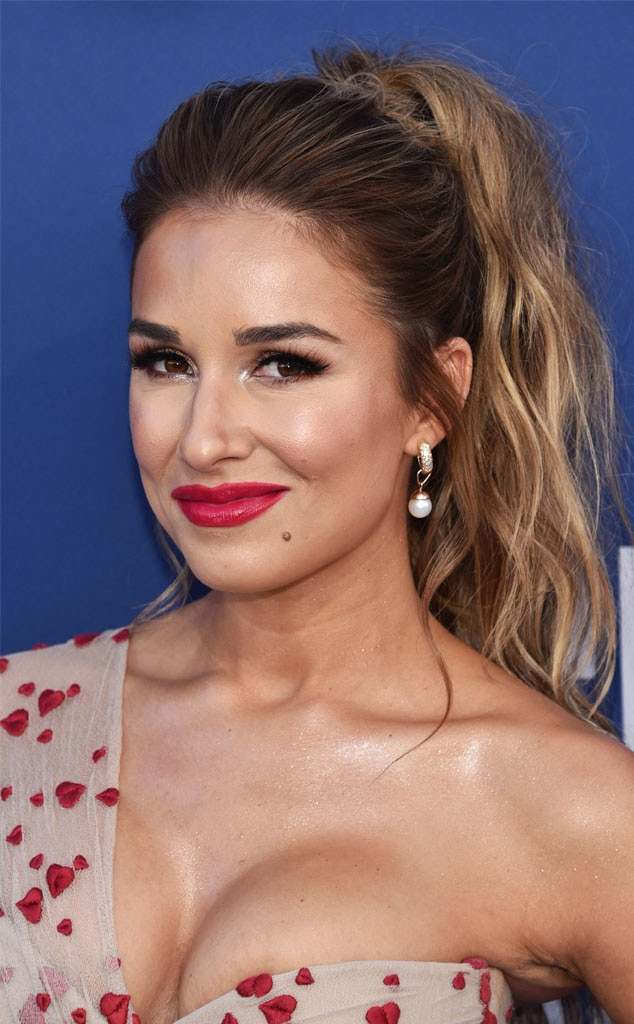 "Jessie James Decker's Makeup -  Makeup artist and beauty blogger  Jessica Scantlin  wanted to give her friend ""a healthy glow"" with flush on the cheeks and pop of color on her lips. ""Her dress had little hearts on it and I wanted the makeup to reminisce of a girl in love, just flushed and glowy,"" she explained to E!"