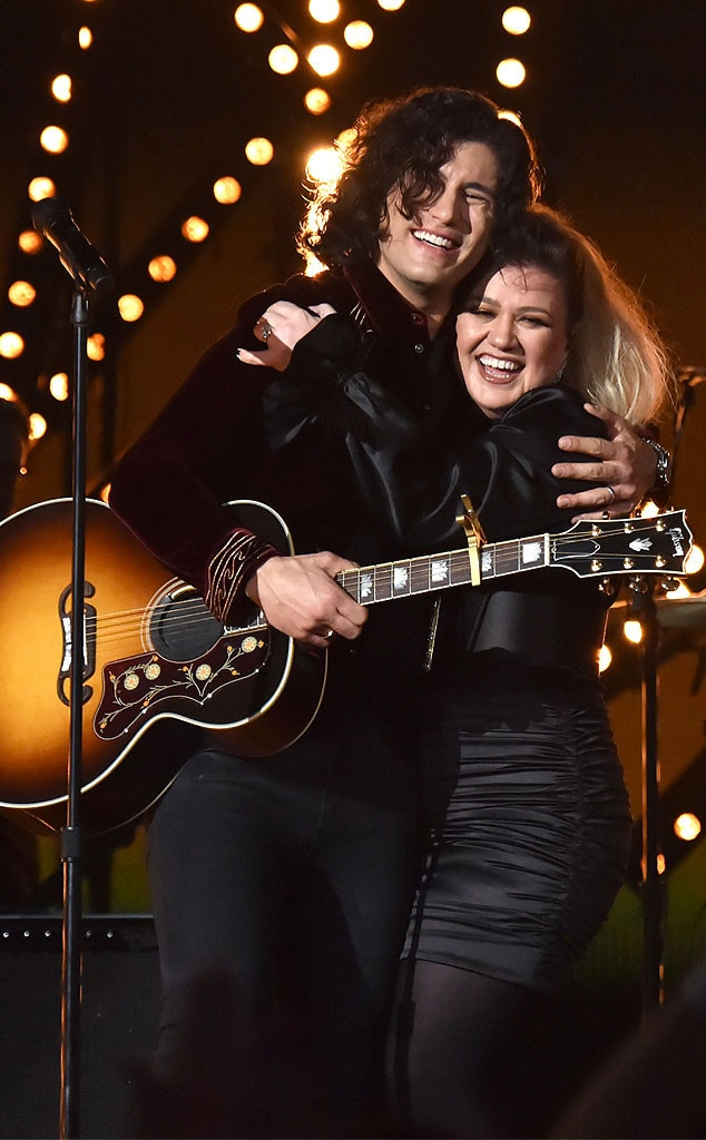 Dan Smyers & Kelly Clarkson -  The stars joyfully shared the stage.
