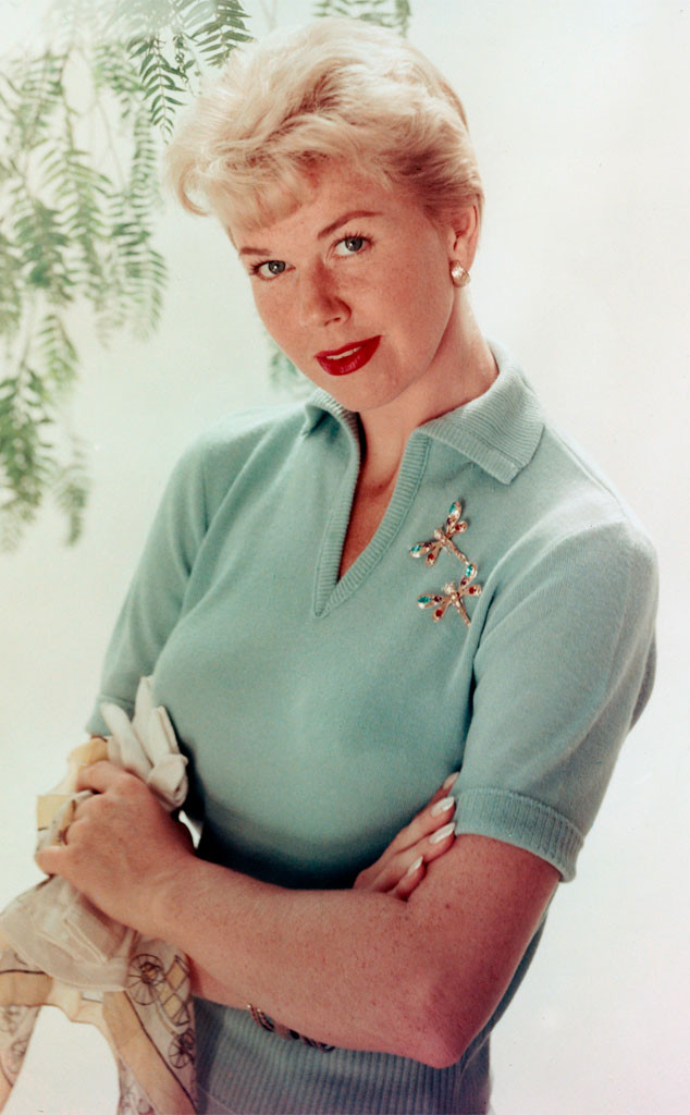 Doris Day Walking Dog Pictures: Doris Day Dead At 97