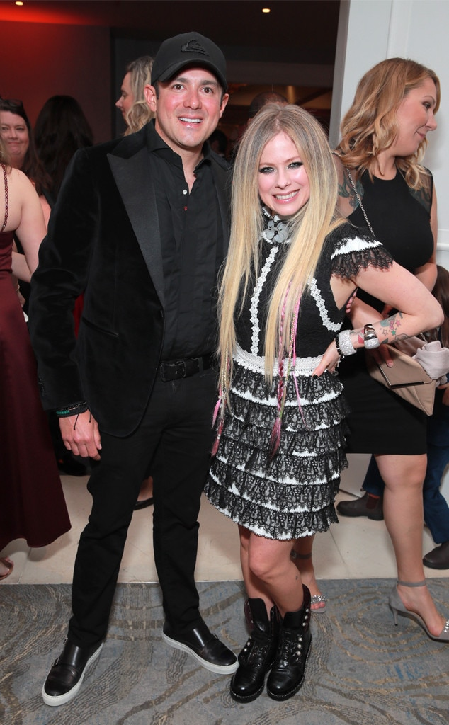Wie is dating Avril Lavigne nu
