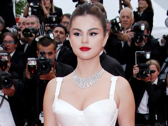 Work(out) From Home: Selena Gomez's Trainer Teaches Us a Full At-Home Pilates Workout Routine