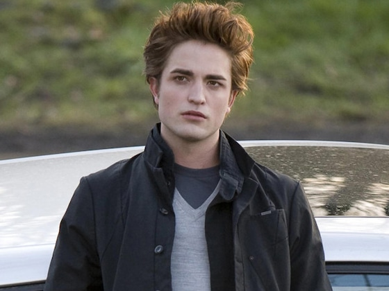 "Robert Pattinson Has ""Terror Memories"" of Paparazzi After <i>Twilight</i> Era"