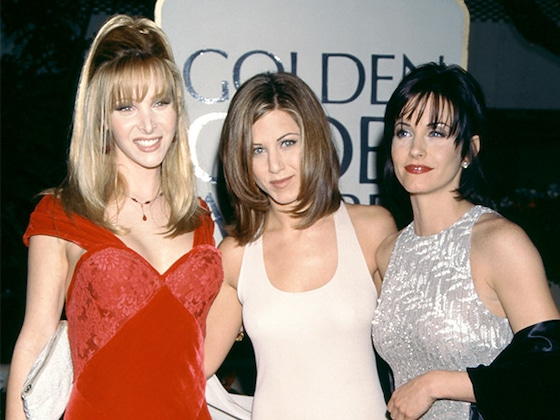 Lisa Kudrow Felt Like a &quot;Mountain of a Woman&quot; Next to <i>Friends</i> Co-Stars Jennifer Aniston and Courteney Cox