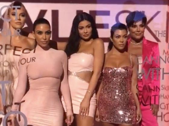 Tudo sobre a festa de lançamento da KylieSkin: sushi pink, James Charles e Kardashians