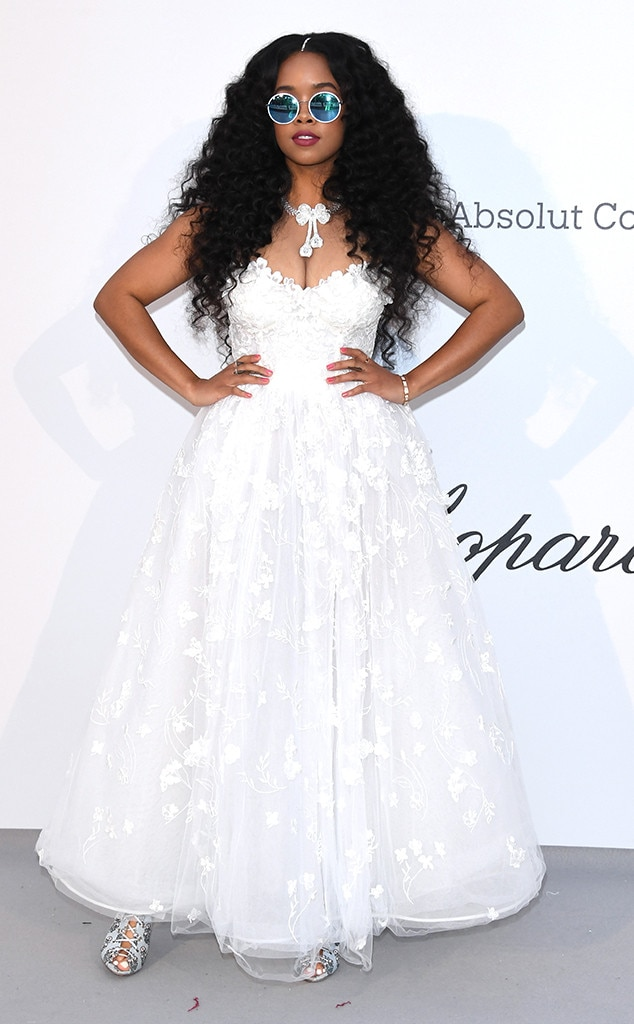 "H.E.R. -  The ""Could've Been"" singer makes her way to the Hôtel du Cap-Eden-Roc for the philanthropic evening."