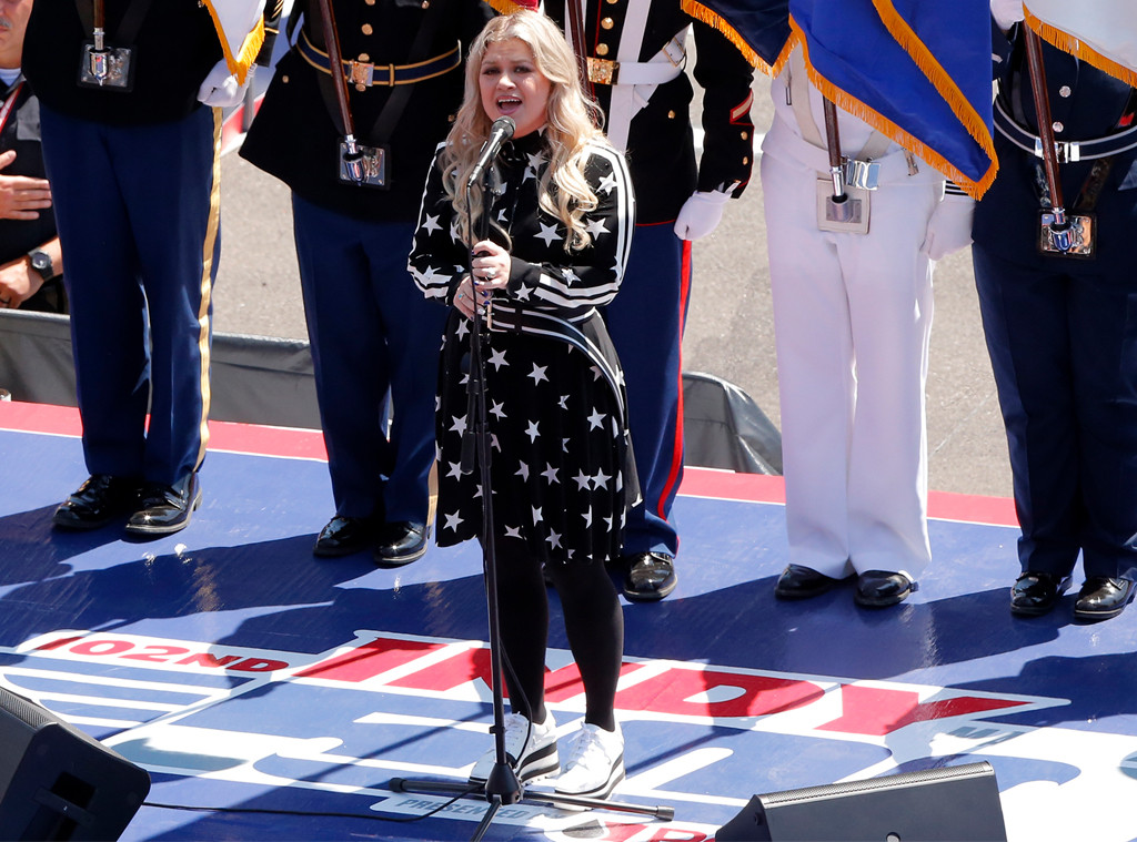 Kelly Clarkson Nearly Falls Down on Indy 500 Red Carpet and Recovers Like a Champ