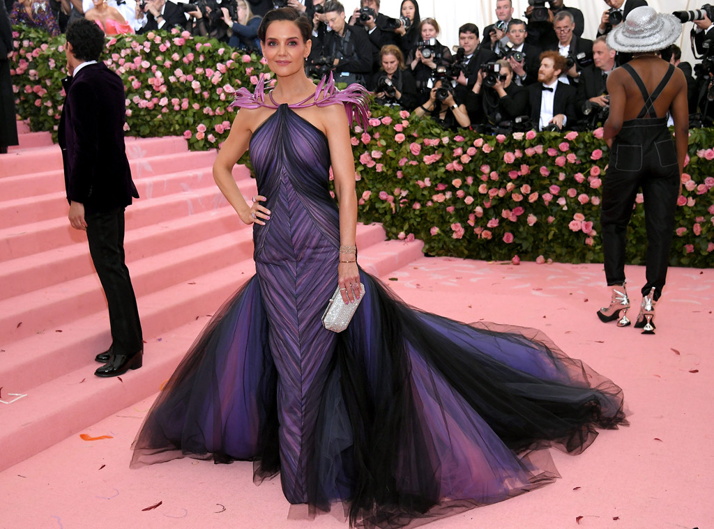 07887e8f58d22 22-Pound Dresses and 1 Million Crystals: Details on the Craziest 2019 Met  Gala Looks | E! News