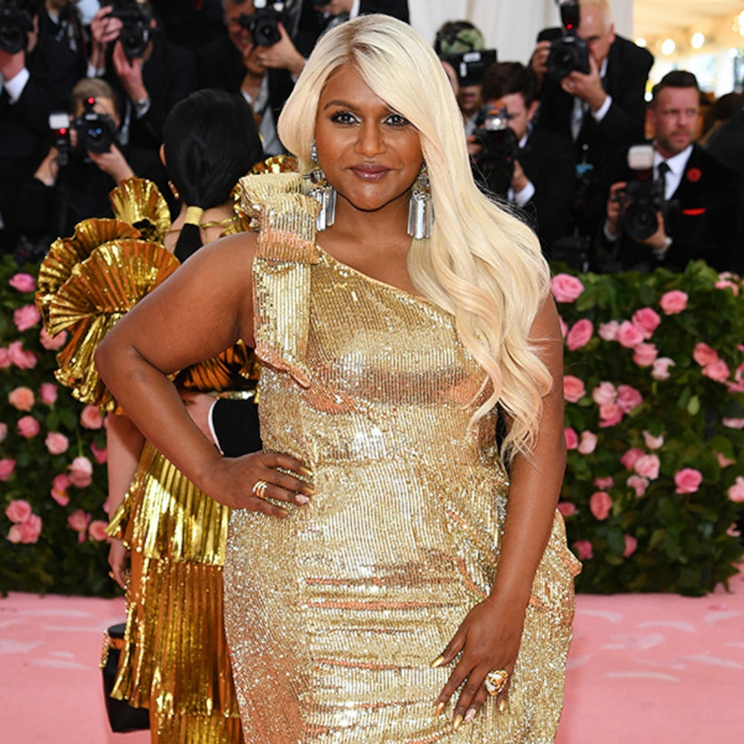 Mindy Kaling Turns Heads With Dramatic Blonde Hairstyle At Met Gala E Online