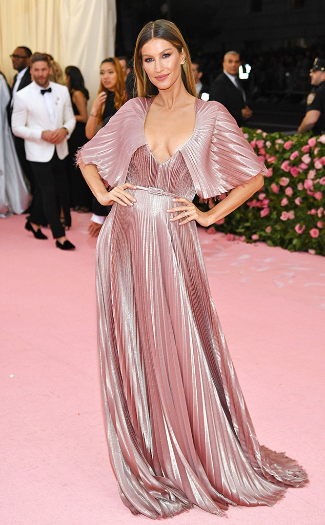 Gisele Bündchen - Gisele Bündchen  was a pink goddess as she twirled at the 2019 Met Gala in a sustainable custom design by Dior.