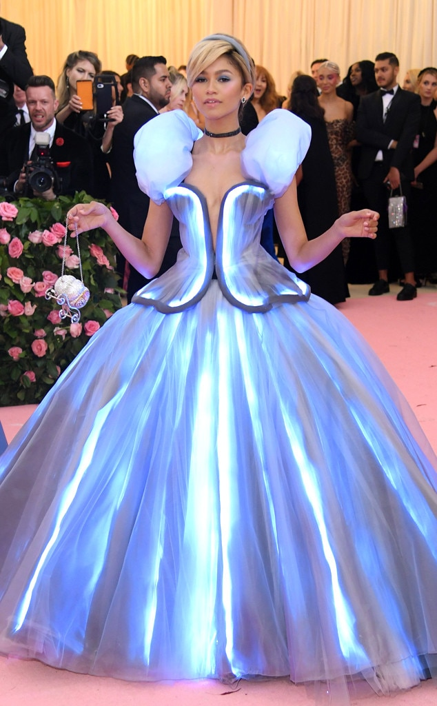 Zendaya -  The former Disney Channel star was a full-on princess in her Tommy Hilfiger Cinderella-inspired ballgown. She stole the show when her dress not only lit up, but she dramatically  dropped her glass slipper  on the pink carpet.