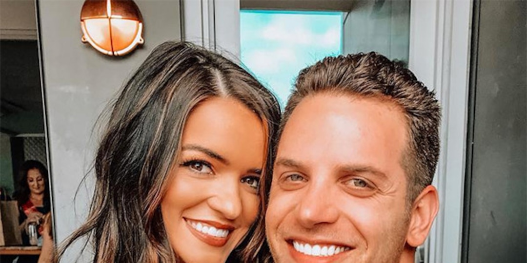 Bachelor Nation's Raven Gates and Adam Gottschalk Get Married in Intimate Ceremony - E! Online.jpg