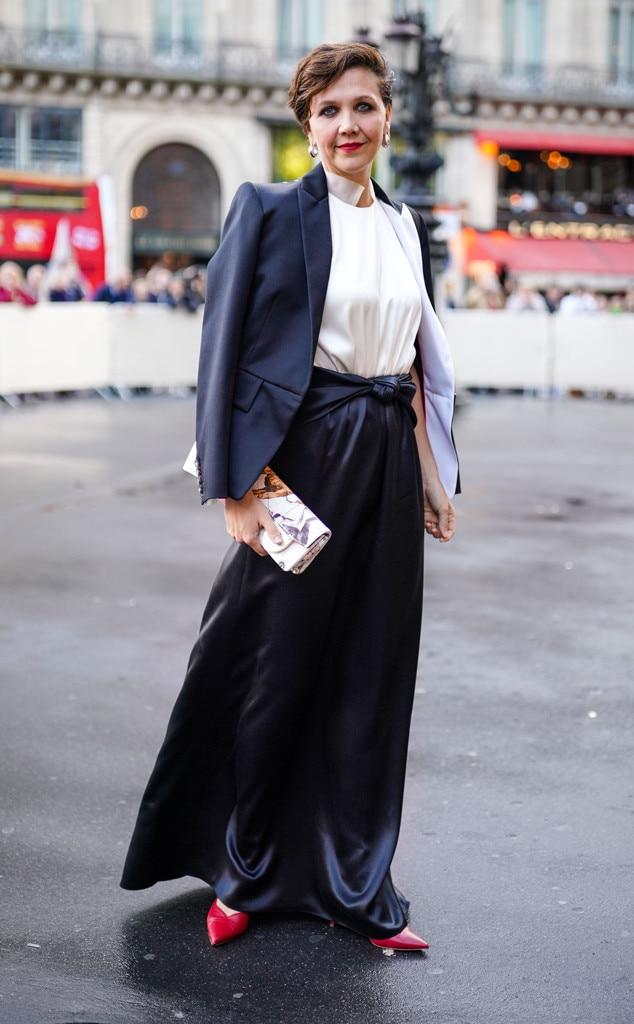 Maggie Gyllenhaal -  Chic in the streets!