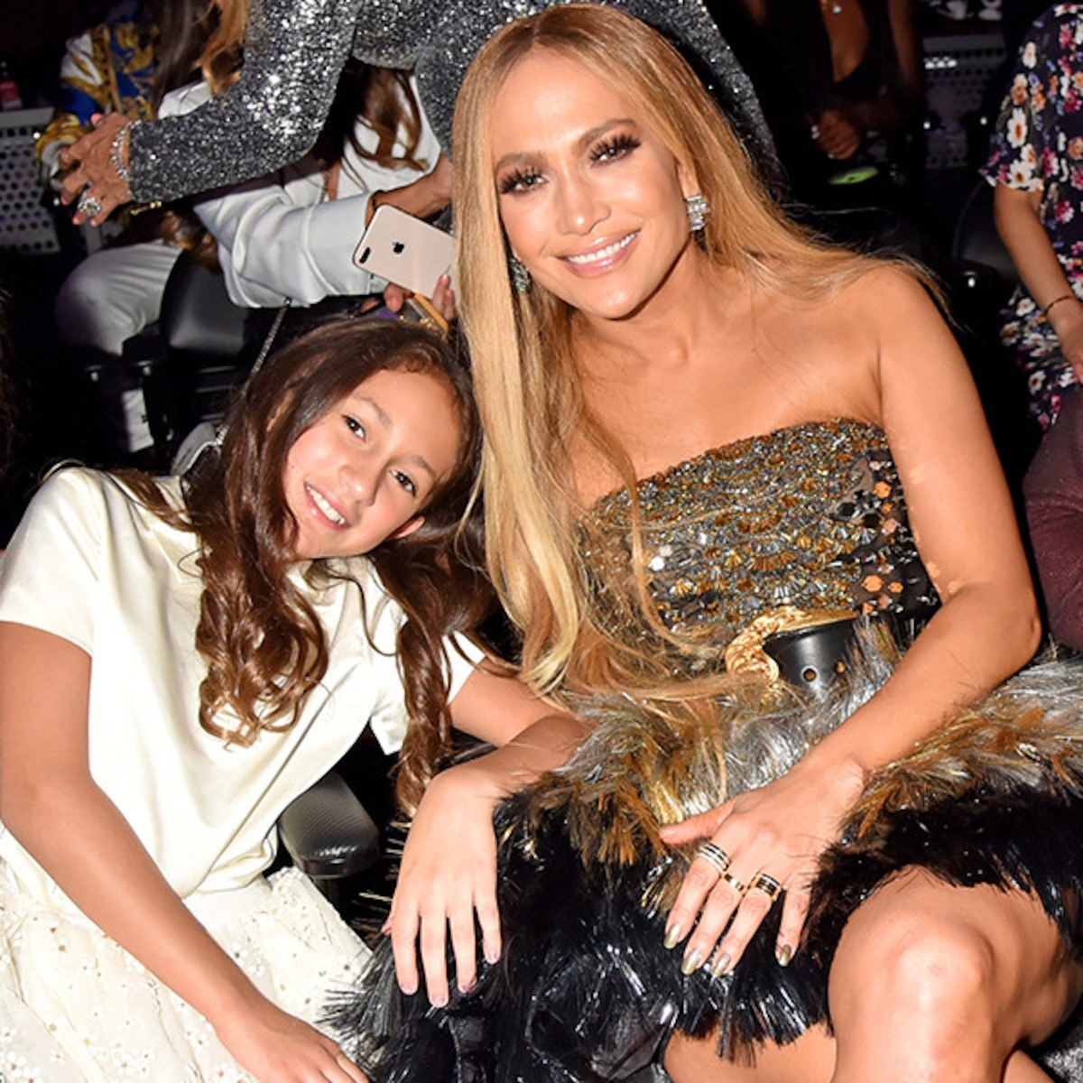 See Jennifer Lopez And Her Daughter Get Ready For The Super Bowl Show E Online