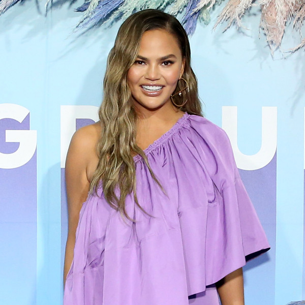 4 of Twitter Queen Chrissy Teigen's Dos and Don'ts for Battling Internet Burnout