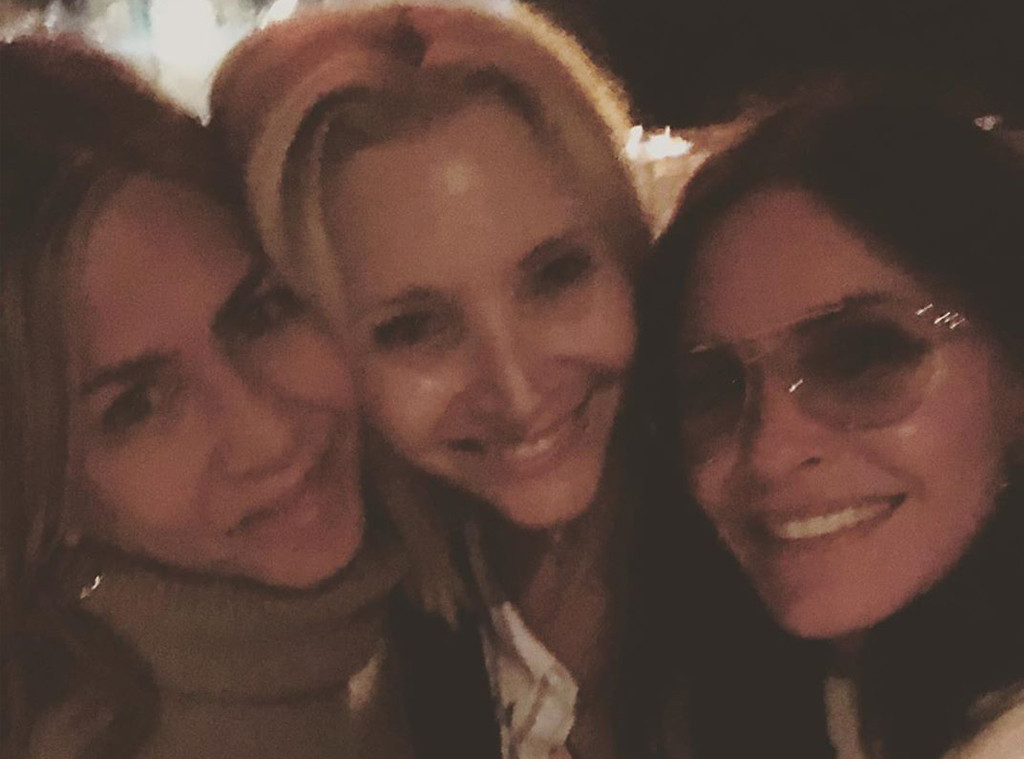 Jennifer Aniston, Lisa Kudrow and Courteney Cox Tease Friends Reunion During Girls' Night