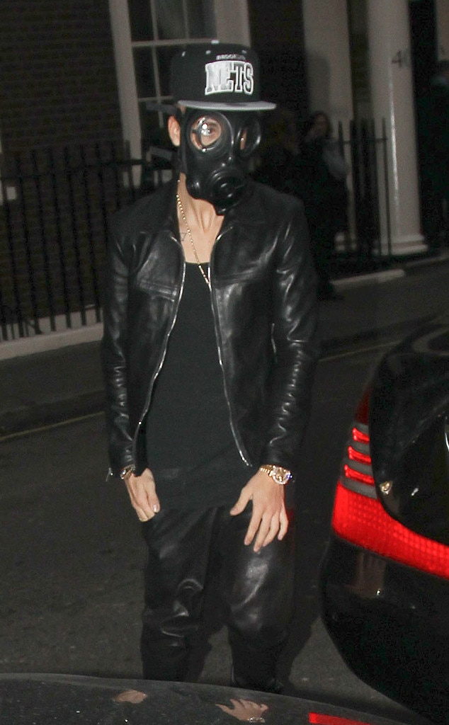 Justin Bieber, Hiding from Paparazzi, Gas Mask