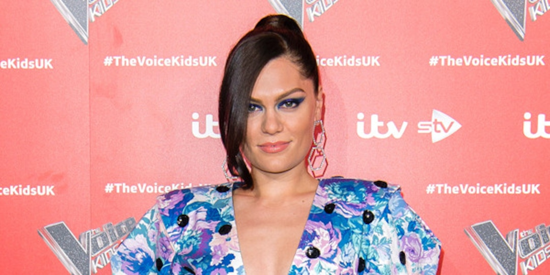 Tearful Jessie J Speaks Out About Battling a Throat Condition - E! Online.jpg