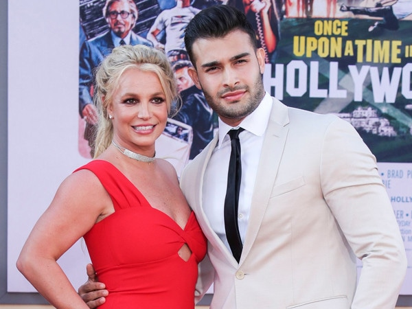 Is Britney Spears Engaged? Pop Star Rocks Diamond Ring During Rare Red Carpet Appearance