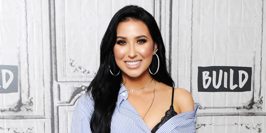 YouTuber Jaclyn Hill Fires Back at Hateful Comments With Makeup-Free Photo - E! Online.jpg