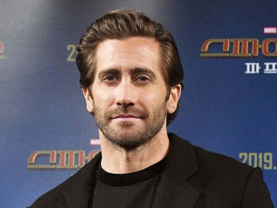 Jake Gyllenhaal's Shirtless Handstand Is a Sight for Sore Eyes These Days