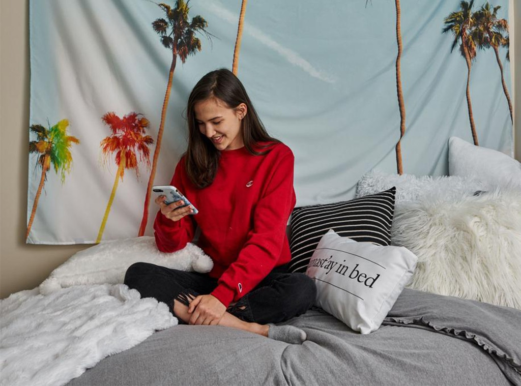 E-Comm: College Dorms, Best Back to College Sales