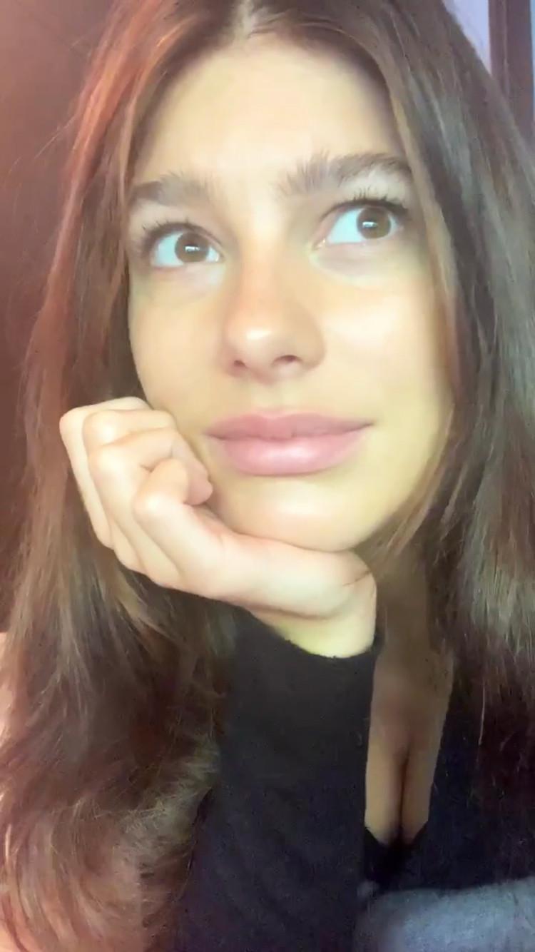 Camila Morrone, Instagram